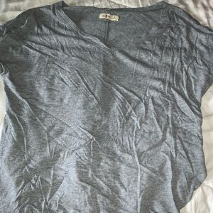 grey Hollister shirt